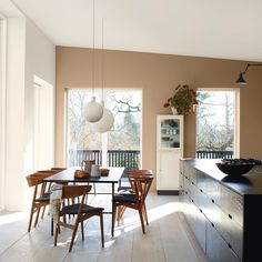 'Minimal Interior Design Inspiration' is a weekly showcase of some of the most perfectly minimal interior design examples that we've found around the web - all Interior Design Examples, Interior Design Inspiration, Home Staging, Style At Home, Jotun Lady, Cocina Office, Minimalist Dining Room, Cute Dorm Rooms, Home And Deco