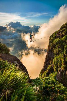 Extreme sports photography - extreme sports: slackline over rio Trekking, Ski, Sky Walk, Voyager Loin, Escalade, Kayak, Sports Images, Extreme Sports, Rock Climbing