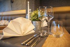 Unser detailreich dekoriertes  Restaurant Albatros freut sich über Ihren Besuch! Restaurant, Table Decorations, Tableware, Home Decor, Decorating, Dinnerware, Decoration Home, Room Decor, Diner Restaurant