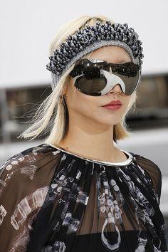 036cd96a9fc CHANEL スキーにも使えるマルチなサングラス。 Sunglasses 2017, Chanel Sunglasses, Sunnies