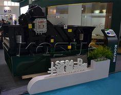 KOSUN black Rhino hi-g dryer with high strength for drilling waste management.  http://www.xakx.com/portfolio/hi-g-dryer/