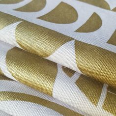 Freezer Paper Screenprinting – the long thread Photo Transfer To Wood, Wood Transfer, Freezer Paper Crafts, Paper Design, Fabric Design, Fabric Crafts, Diy Crafts, Graphics Fairy, Fabric Painting