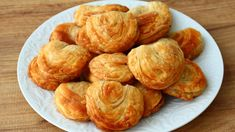 Snacks Für Party, Easy Snacks, Quick Easy Meals, Snack Recipes, Dessert Recipes, Healthy Recipes, Arabian Food, Biscuit Bread, Middle Eastern Recipes