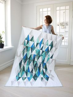 An Isosceles Puzzle - Tips for Making a Triangle Quilt - Arts And Crafts For Teens, Art And Craft Videos, Batik Quilts, Cute Quilts, Contemporary Quilts, Diamond Quilt, Quilting Projects, Longarm Quilting, Machine Quilting
