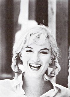 Marilyn Monroe in pigtails on the set of The Misfits, Photograph taken while filming by Eve Arnold. Look at that! holding her pigtails in. Marilyn Monroe Photos, Marylin Monroe, Photos Rares, Star Beauty, Female Actresses, Norma Jeane, Glamour, Beautiful Person, Photos Du