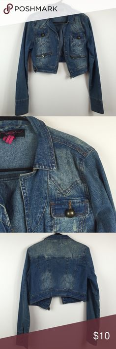 Denim Jacket 😍 🔺Please DO NOT spam, promote other businesses, or leave negative comments on my listings. You will be blocked if you do so.                                                  Thank you 🔺                                  ❗AVAILABLE❗️In good condition • Same day/next day shipping (takes 2-3 days) • 55% ramie 42% cotton 3% spandex • True to size • NO TRADING/HOLDS Jackets & Coats
