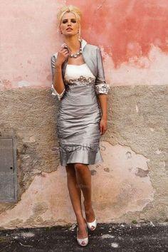 Sheath/Column Sweetheart Knee-length Taffeta Mother of the Bride Dress Prachtig! Cocktail Dresses Online, Evening Dresses Online, Cheap Evening Dresses, Womens Cocktail Dresses, Dress Online, Evening Gowns, Cheap Dress, Mother Of Groom Dresses, Bride Groom Dress