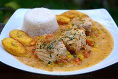 """omme dans cette délicieuse recette de poisson cuit dans une sauce à la noix de coco que l'on appelle """"pescado encocado"""" ou """"encoca'o"""" en Équateur et qui traduit littéralement signifie poisson à la noix de coco. En Équateur ce plat est préparé avec du corvina, une variété de bar. Pour ma part, j'ai utilisé du flétan mais n'importe quel poisson frais fera"""