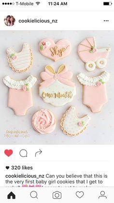 Baby shower Cookies Baby Shower Cupcakes, Shower Cakes, Royal Icing Cookies, Sugar Cookies, Bolo Hello Kitty, Galletas Decoradas Baby Shower, Baby Girl Cookies, Cute Cookies, Heart Cookies