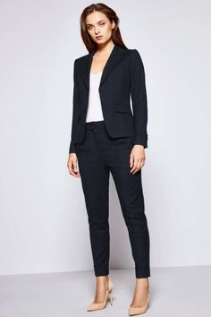 Business Fashion Ladies - You must not make-up too much makeup or . Business Mode, Business Fashion, Business Formal, Best Business Casual Outfits, Shirt Extender, Funeral Outfit, Festival Skirts, Corporate Wear, Blazer Outfits