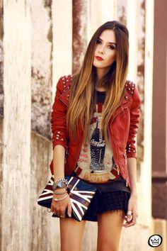 T-shirt da coca-cola + Jaqueta red de tachinhas! <3 Look confortável e cheio de estilo. Fashion Coolture! <3
