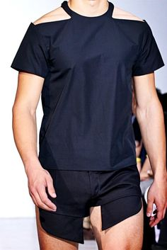 See all the Details photos from Mugler Spring/Summer 2013 Menswear now on British Vogue Unisex Fashion, Mens Fashion, Street Fashion, Paris Fashion, Turtleneck T Shirt, Androgynous Fashion, Designer Clothes For Men, Alternative Fashion, Fashion Addict