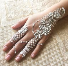 henna designs Swipe right Design inspired by the kind, Madiha! Her work is so dainty, I love it Henna Tattoos, Henna Tattoo Muster, White Henna Tattoo, Neue Tattoos, Paisley Tattoos, Mandala Tattoo, Pretty Henna Designs, Mehndi Design Images, Mehndi Designs For Hands