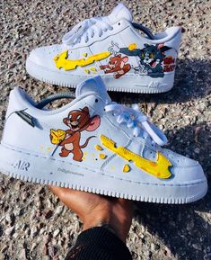 🐈👟🐀Tom and Jerry Nike Sneakers🐀👟🐈 Custom Painted Shoes, Custom Shoes, Nike Custom, Custom Af1, Hand Painted Shoes, Souliers Nike, Nike Shoes Air Force, Cute Sneakers, Sneakers Nike