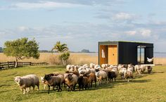 MAPA of Brazil and Uruguay has built a prefabricated modular home and transported it by lorry to a picturesque spot in the countryside outside Porto Alegre. Prefab Cabins, Prefab Homes, Modular Homes, Tiny Homes, Off Grid Tiny House, Best Tiny House, Blog Architecture, Minimal Architecture, Garden Architecture
