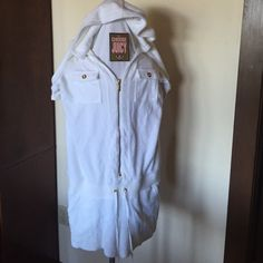 "Juicy Couture White Terry SS Puff Zip Up Romper L 38"" bust, 36"" waist, 31"" length. Juicy Couture Swim Coverups"