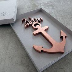 fontlove die 3D-Typo mit Herz-Logo aus 8mm MDF. Diese einzigartige Holzschrift eignet sich ausserdem wunderbar als Geschenk.  *Jeder Schriftzug ist ein Unikat.*  Die meisten Schriften sind sehr...