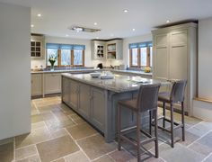 We design and make award-winning beautiful handmade kitchens. Small American Kitchens, Kitchen Interior, Kitchen Inspirations, Kitchen Plans, Kitchen Remodel, Open Plan Kitchen, Home Kitchens, Open Plan Kitchen Diner, Cottage Kitchens