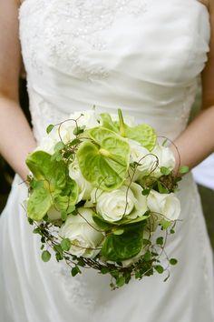 FLORICA Brautstrauß grün-weiß mit Mühlenbeckiaranken