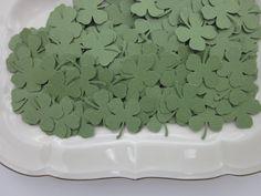 Clover confetti 200 pieces --- Papieren klavertje vier met de hand geponst set van 200 stuks---Leuk als confetti, bruiloftsdecor, feestversiering of op je uitnodigingen