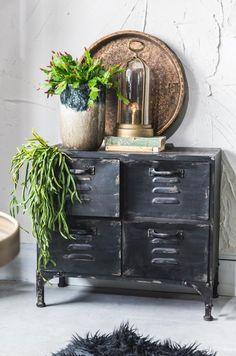 Stoere locker gecombineerd met leuke planten. #locker #inspiratie #interieur