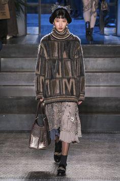 Antonio Marras Fall 2019 Ready-to-Wear Fashion Show - Vogue Knitwear Fashion, Knit Fashion, Fashion Art, High Fashion, Winter Fashion, Antonio Marras, Milano Fashion Week, Vogue Russia, Winter Sweaters