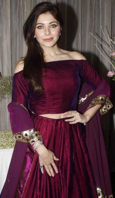 kanika kapoor in manish malhotra creation. Lovely color.