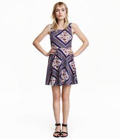 Light beige/dark blue floral. Short, sleeveless dress in jersey. Slightly lower-cut back, seam at waist, and circle skirt. Unlined.
