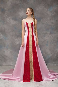 Rayane Bacha Fall/Winter 2019-2020 Collection Fantasy Dress, Types Of Dresses, Beautiful Gowns, Dream Dress, Dress To Impress, Evening Gowns, Dress Up, Queen Dress, Ball Gowns