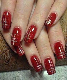 Red nails with metallic silver design - . - Red nails with a metallic silver design Informations About Rote Nägel mit metallisch silbernem Desi - Red And Gold Nails, Gold Nail Art, Red Nails, Metallic Nails, Red Manicure, Matte Nails, Gold Nail Designs, Fingernail Designs, Christmas Nail Art Designs