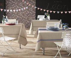 Adoptez une ambiance printanière à votre décoration de table avec la nappe BISTROT ! Cette nappe est en 100% polyester pour un entretien facile. Elle existe en 4 coloris : Taupe, gris, rouge, indigo. Elle est aussi de fabrication française. Atmosphère authentique et champêtre avec son imprimé effet lin, ultra tendance cette saison. #nappe #madeinfrance Decoration, Dining Chairs, Polyester, Authentique, Furniture, Indigo, Home Decor, Comforter Set, Bedding