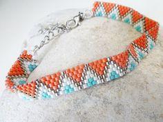 Pulsera tejida con motivos étnicos tonos naranja y por avenuegipsy