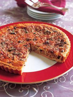 秋の味覚を焼き込んだキッシュ。おもてなしの一品にいかが? 『ELLE a table』はおしゃれで簡単なレシピが満載!