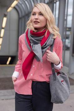 Schal aus feinstem Loden aus 100% Merinowolle. Das Schultertuch besticht durch ein angenehmes Tragegefühl. Das Dreieckstuch ist personalisierbar durch ein individuelles Monogramm und somit ein perfektes Geschenk. Passend zum modernen Outfit und zu Dirndl und Tracht.----- Shawl made from finest loden from 100% merinowool.  Scarf, shoulder scarf. Suitable to modern outfits and traditional clothes like dirndl. Perfect personalised Gift. #scarf #austriandesign #merinowool Cozy Scarf, Plaid Scarf, Moderne Outfits, Trends, Cross Body Handbags, Merino Wool, Crossbody Bag, Gift Ideas, Gifts