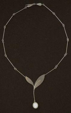 * necklaces | oogst-sieraden * Collier * Witgoud met zoetwaterparel *