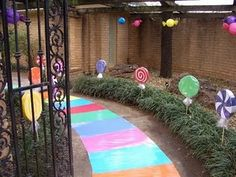 Candyland Party Decorations Inspiration for Candy Land or Rainbow Party. Add a chalk drawing on walkway to match your party theme. Candy Themed Party, Candy Land Theme, Birthday Fun, Birthday Party Themes, Birthday Ideas, Candyland, Holidays And Events, Party Time, Beautiful