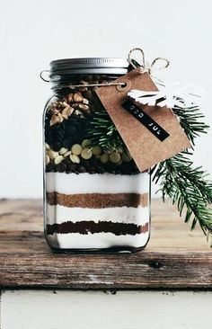 20 Easy DIY Handmade Gifts To Give This Holiday Season - Brownie mix in a jar