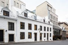 Hotel William Gray has a luxury spa in the heart of Old Montreal. The spa includes thermal experience, salt and herb treatments, and massages. Old Montreal, Hotel Montreal, Spa Luxe, Luxury Spa Hotels, Rooftop Restaurant, Rooftop Terrace, Canadian Travel, Spa Offers, Ultimate Travel