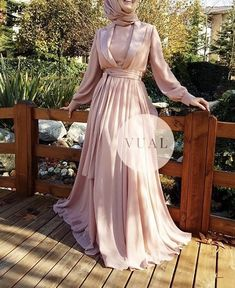 Discover recipes, home ideas, style inspiration and other ideas to try. Hijab Gown, Hijab Evening Dress, Hijab Dress Party, Evening Dresses, Prom Dresses, Hijab Fashion, Fashion Dresses, Satin Dresses, Gowns