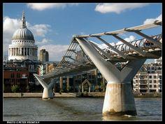 De constructie van de brug begon eind 1998, en de hoofdwerkzaamheden begonnen op 28 april 1999 door Monberg Thorsen en McAlpine. In Harry Potter and the Half-Blood Prince komt deze brug ook voor. Hier is het een doelwit van de aanslagen van Dooddoeners.