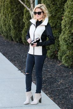 Shopping and chatting about this gorgeous quilted coat and super cute diasy clutch from @theshoppingbag on today's post: http://www.theknottedchain.com/shopping/