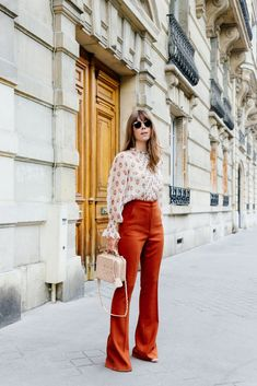Adorable 30 Best Style 70s Glam Fashion For Women Ideas https://www.tukuoke.com/30-best-style-70s-glam-fashion-for-women-ideas-13712 #coatswomen