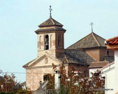 #Granada #Nívar - Iglesia del Santo Cristo de la Salud GPS 37.258056, -3.576389  Data del siglo XVII. El casco urbano de Nívar se levanta a 1.055 metros de altitud, sobre una colina con vistas panorámicas hacia el Peñón de la Mata y Cogollos Vega. También en el municipio se encuentra el llamado Mirador de Granada. Desde él puede contemplar uno de los paisajes más espectaculares de la ciudad de la Alhambra y Sierra Nevada.