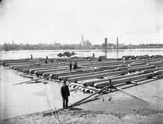 [Lumbering Operations] [Raft on the Ottawa River opposite Hull, P.Q.]  copyright expired. (Credit: William James Topley/Library and Archives Canada/PA-012651)
