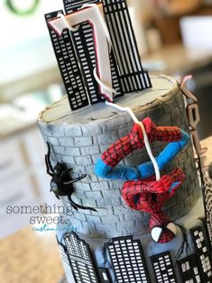 Poor itsy-bitsy lost a couple legs 5 seconds before this picture.🕷😬🤦🏻♀️ Spider-Man all was loses his limbs so, thank the Cake gods he made… Spiderman Cake Topper, Spiderman Theme, Superhero Theme Party, Superhero Birthday Cake, Batman Cakes, Novelty Birthday Cakes, 5th Birthday, Slab Cake, Modeling Chocolate