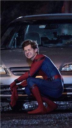 Tom Holland sexy dans sa tenu de spiderman / 10 photos de tom holland Hot ! / #tomholland #spiderman #marvel #hot #sexy #love - Euror