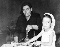 Old Italian lady and girl cooking, photo by Mario Ingrosso, Senise, Italy, 1978