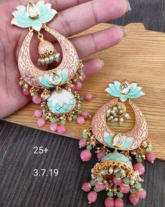 Indian Jewelry Earrings, Indian Jewelry Sets, Indian Wedding Jewelry, Jewelry Design Earrings, Gold Earrings Designs, Ear Jewelry, Jewelery, Indian Accessories, Jhumki Earrings