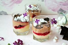 This summer berry trifle is a perfect dessert for any occasion! Ice Cream Parfait Recipe, Easy Ice Cream Recipe, Ice Cream Recipes, Ricotta, Cooking Ice Cream, Berry Trifle, Mint Cake, Dessert Simple, Easy To Make Desserts