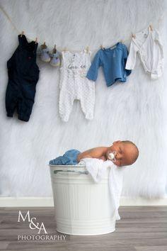 Neugeboren, Neugeborenenfotografie, Junge, Neugeborenes, Fotos Neugeborene, Eimer, Badewanne, Kleidung, Wäscheleine,